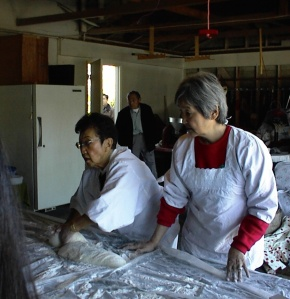Sandy (right) making mochi with her family last Christmas Day, 2009